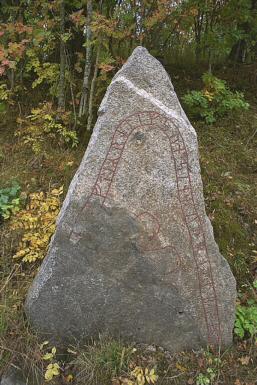 Runes written on fragment av runsten, granit. Date: V